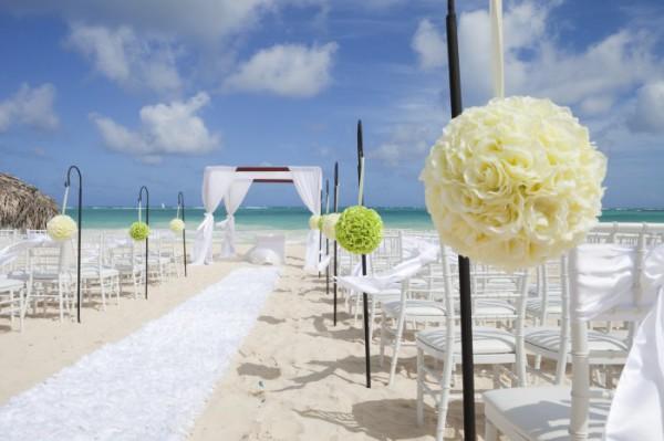 décoration cérémonie laïque sur une plage