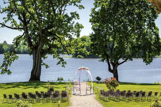 ceremonie laique bord lac suisse