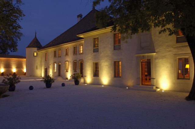 Cour de nuit du Château Le Rosey à Bursins