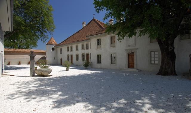 Cour du Château Le Rosey à Bursins