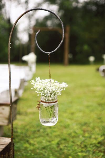 décoration chaises fleurs cérémonie laïque