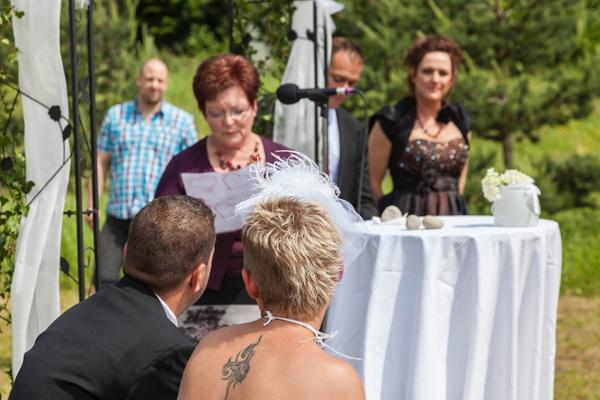 cérémonie officiée par des proches