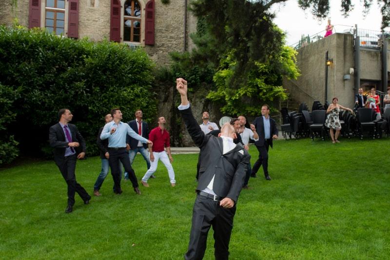 lancer de bouquet lors d'un mariage