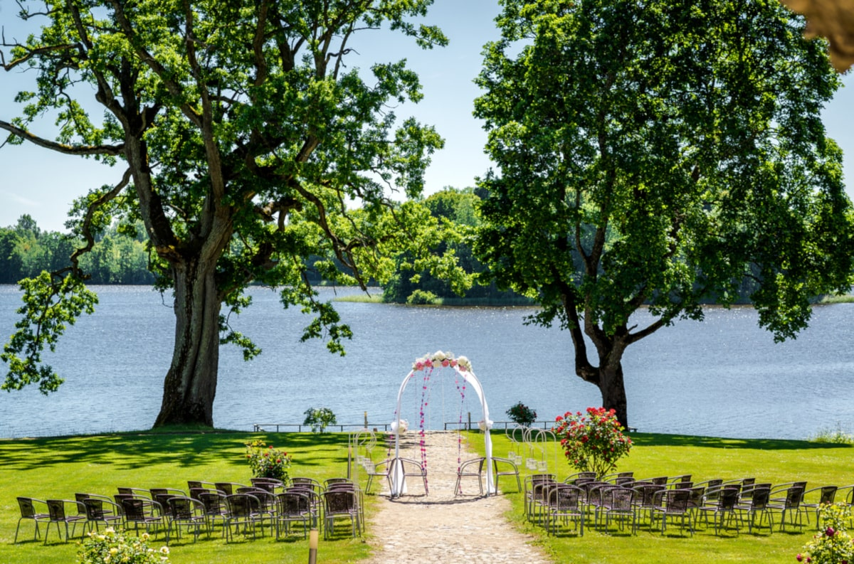 wedding ceremony lake geneva