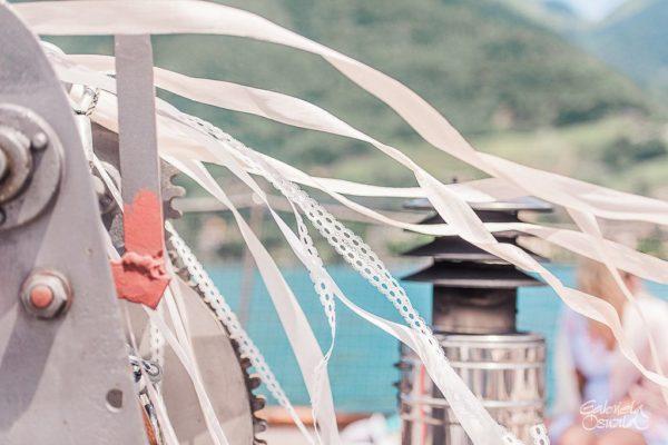elopement decoration boat