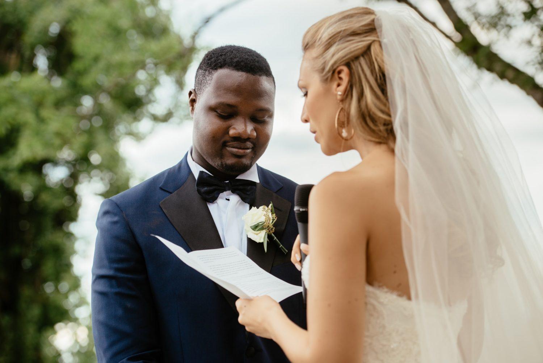 Echange de voeux durant un mariage à Genève
