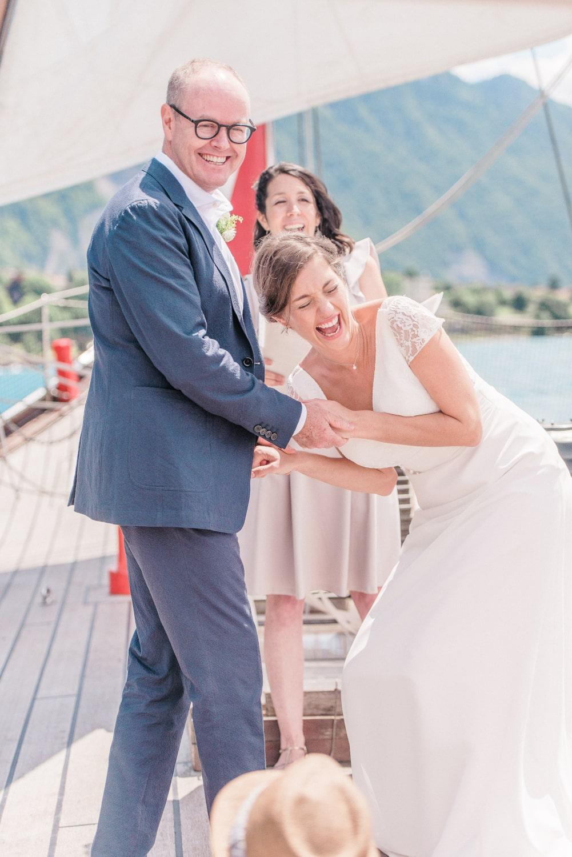 Elopement en Suisse, couple lors de leur cérémonie