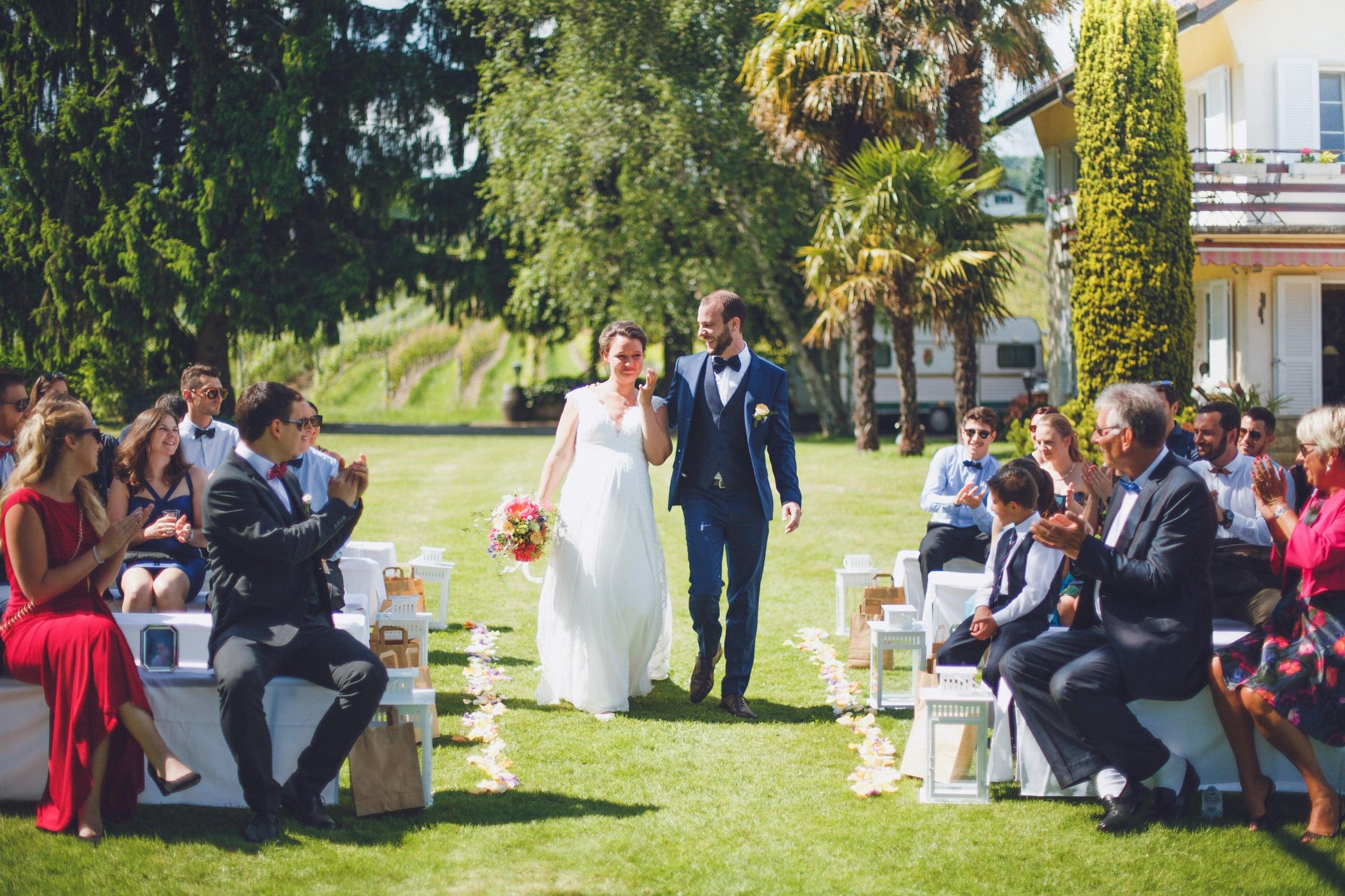 entrée en couple durant une cérémonie laïque