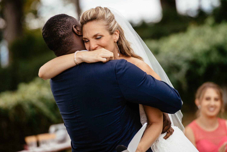 Mariés émus durant leur mariage à Choully