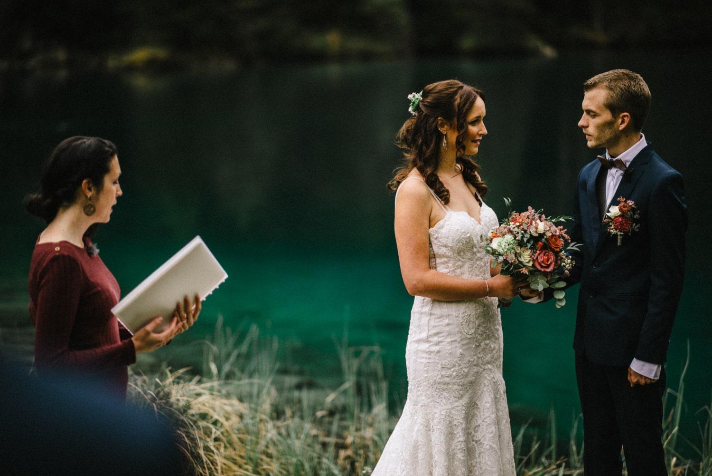 Un mariage intime en Suisse à Blausee
