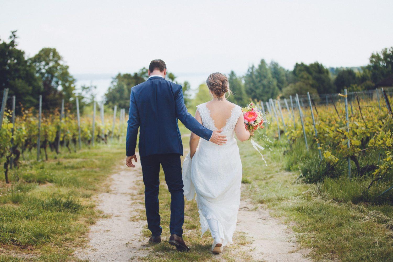 séance photo de couple dans les vignes en suisse