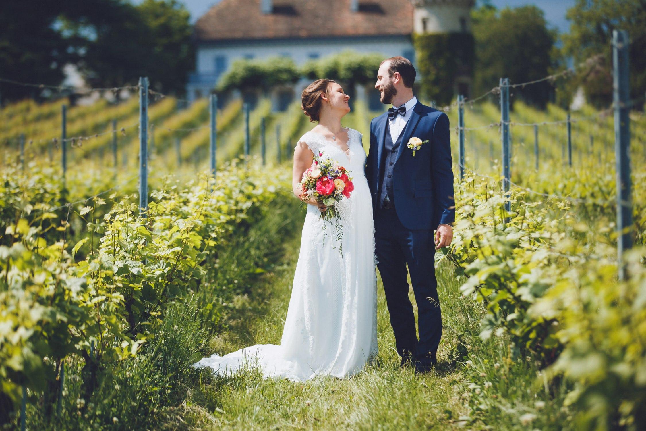 La cérémonie laïque dans les vignes de Chloé et Chris