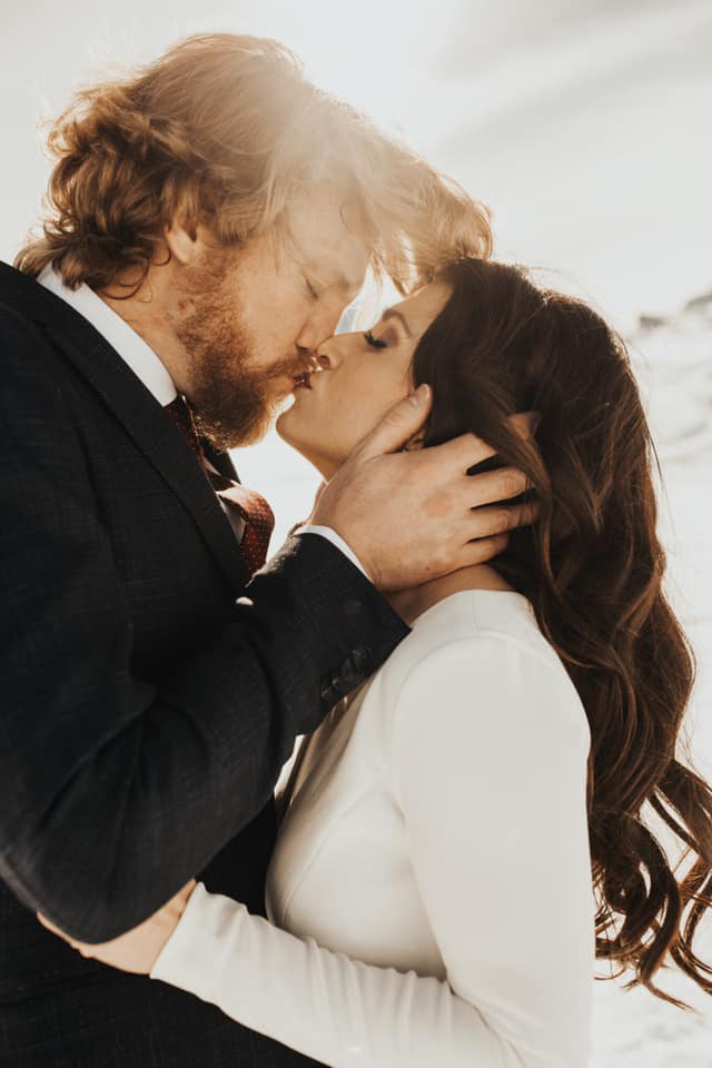 Couple kissing after their elopement ceremony in Zermatt