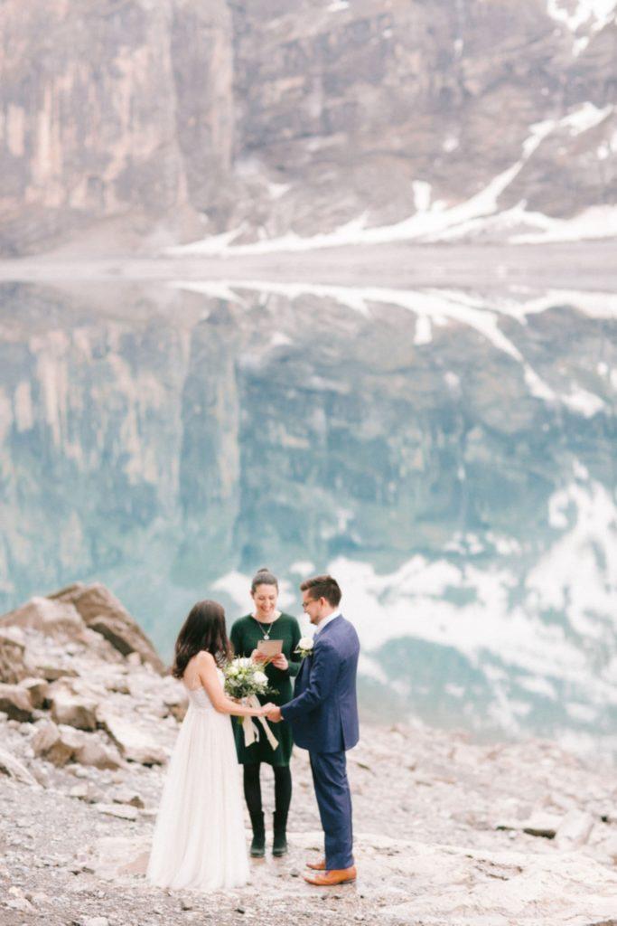 Swiss elopement ceremony in Oeschinensee