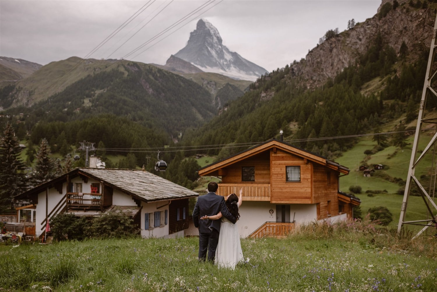 Lovebirds after their first look in the Swiss mountains