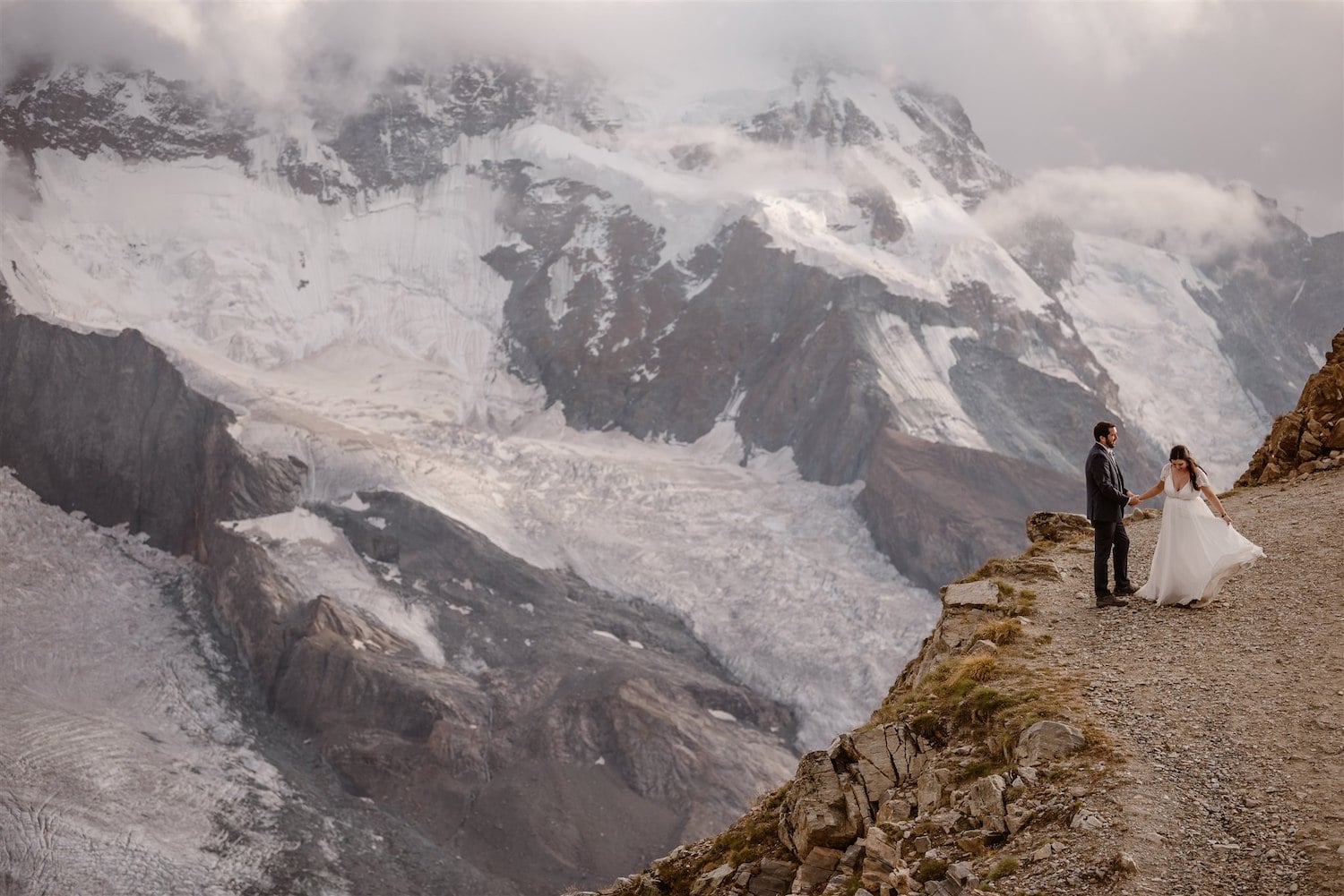 Summer elopement in the Swiss mountains