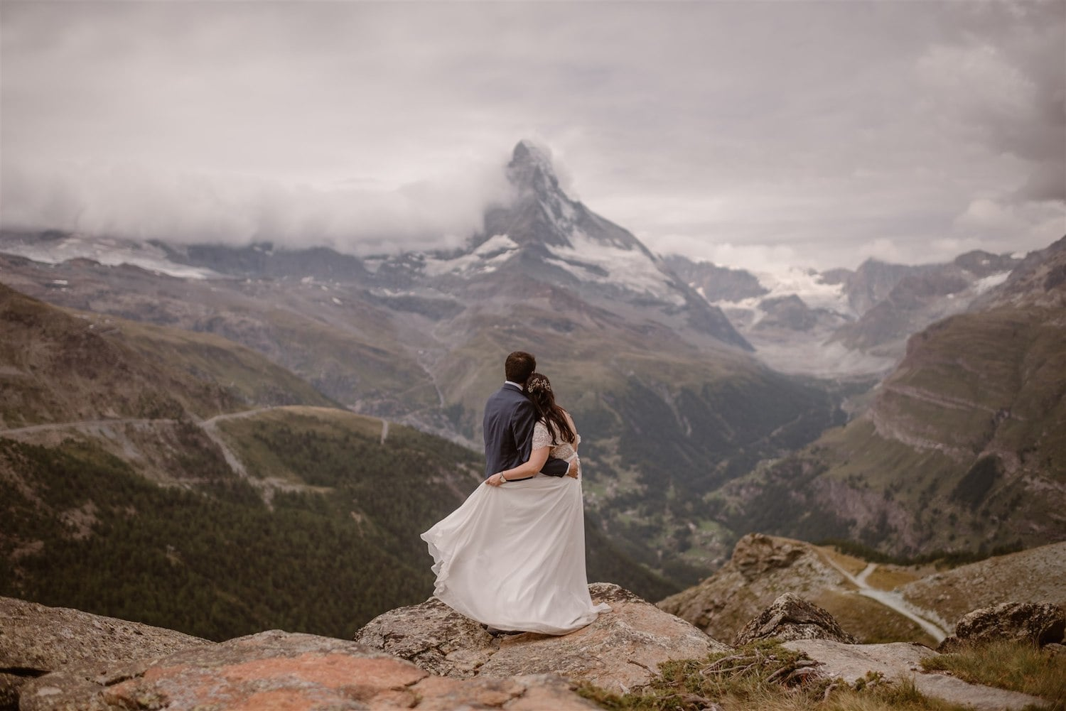 Lovers looking at the Matterhorn